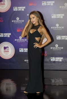 So Ariana Grande looked stunning at last night's MTV EMAs. Check out what everyone else was wearing... http://www.cosmopolitan.co.uk/fashion/celebrity/news/g3805/mtv-emas-2014-red-carpet-celebrity-dresses/?