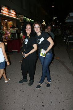 Isabella i Rosa Maria, coolhunters d'ÀRTIDI, buscant el millor look de la Nit!!