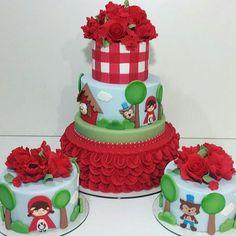 """2,759 curtidas, 14 comentários - 💖 Por Cris Rezende 💖 (@festejarcomamor) no Instagram: """"Pra você que vai fazer uma festa com tema Chapeuzinho Vermelho, olha que lindo esse trio de bolos!…"""" 3rd Birthday, Birthday Parties, Birthday Cakes, Bolo Fack, Red Riding Hood Party, Red Ridding Hood, Torte Cake, Bookmarks Kids, Baby Shower Cakes"""