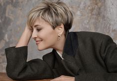 98 Inspirational Short Hairstyles And Sh - Hair Beauty - maa. - 98 Inspirational Short Hairstyles And Sh – Hair Beauty – maallure - Short Pixie Haircuts, Haircuts For Long Hair, Girl Haircuts, Cool Hairstyles, Haircut Short, Haircut Styles, Short Hair Cuts For Women, Medium Hair Cuts, Short Hair Styles