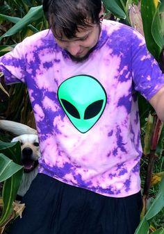 psychedelic alien shirtneon flash psy goa festival by mootdesign Goa, Stoner Style, Pastel Tops, Psychedelic Fashion, Alien Aesthetic, Shops, Space Aliens, Blue Tie Dye, Mode Inspiration
