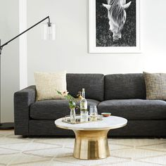 Simple yet refined living room style.