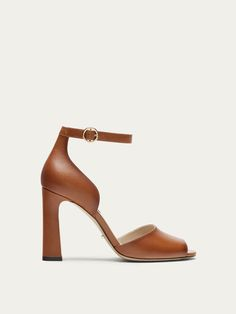 Spring summer 2017 Women´s TAN LEATHER SANDALS at Massimo Dutti for 99.95. Effortless elegance!