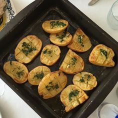 So simple but so tasty -baked pots #oliveoil  #garlic and #parsley #vegan #veganlunch #veganfoodshare #veggie  #foodie #plantbased #plantpowered #glutenfree #potato #healthyfood #healthyeating #healthylunch #healthyfoodshare #eatclean #cleaneats