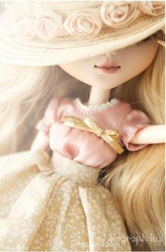 Awesome pic! Lovely Pullip doll with roses hat           #doll #pullip