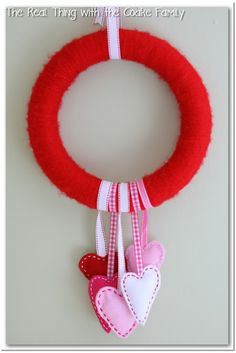 Valentine Wreath with Felt Hearts {Tutorial} - Real Creative Real Organized Fun Valentines Day Ideas, Valentine Day Wreaths, Homemade Valentines, Valentines Day Decorations, Valentine Day Crafts, Be My Valentine, Printable Valentine, Holiday Decorations, Holiday Crafts