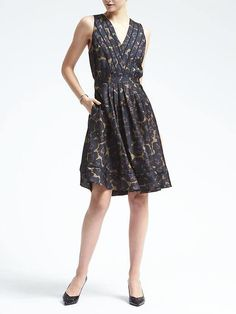 Fit and flare. So flattering.Love the floral print.