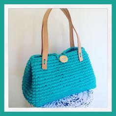 Bolsa de croche feita com fio de malha e alças de couro cru Confirmar se a cor está disponível