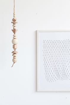 white ● minimalism ● inspiration ● pinned by Diy Cadeau, Creation Deco, Ideas Geniales, Do It Yourself Crafts, Craft Projects, Projects To Try, Boho Diy, Wooden Beads, Diy Home Decor