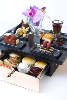 High Tea Now Served At The Lobby Lounge At The Shangri-La Hotel, Bangkok Beautiful ! Tee Sandwiches, English Afternoon Tea, Brunch, Afternoon Tea Parties, Cream Tea, Food Displays, Tea Service, Tea Ceremony, High Tea