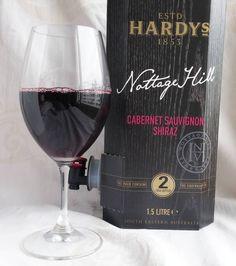 Hardy's Nottage Hill Juhannukseksi. #punaviini #punkku #viini#wines#winelover#winegeek#instawine#winetime#wein#vin#winepic#wine#wineporn herkkusuu #lasissa #Herkkusuunlautasella