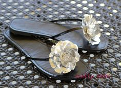 Duct tape flowers decorating flip flops. <3