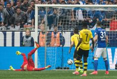 BL 26.Sptg.; Schalke-Dortmund 1:1 - Thilo Kehrer gelang in der 77. Minute der Ausgleich, Leon Goretzka hatte klug...