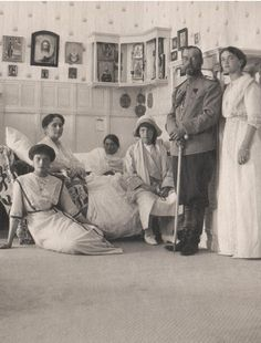 The Grand Duchesses OTMA with their parents Tsarina and Tsar of Russia
