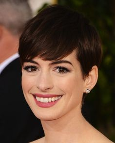 Anne Hathaway hair & makeup look from the red carpet of the Golden Globes. What do you think?