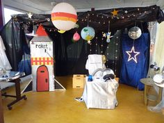 Project geef mij maar de ruimte! Op de Prins Clausschool. Space Classroom, Classroom Themes, Space Activities, Montessori Activities, Space Party, Space Theme, Astronaut Party, Role Play Areas, Class Decoration