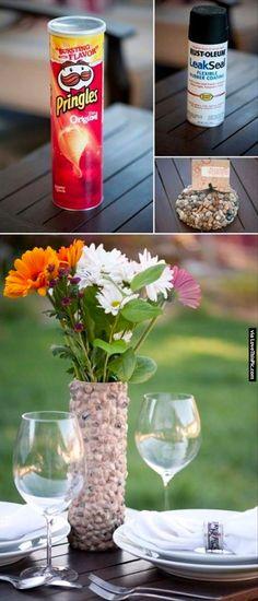 Pringles vase • Creative Ways to Repurpose Pringles tube cans | ecogreenlove