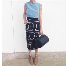 Take your pencil skirt to the weekend with a dressed down top (like this denim crop) and a more casual shoe. Note that the nude bootie elongates the leg for a flattering look. Mode Style, Style Me, Look Camisa Jeans, Look Fashion, Womens Fashion, Skirt Fashion, Street Fashion, Look Girl, Mode Outfits