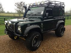 http://i.ebayimg.com/t/2004-LAND-ROVER-DEFENDER-90-COUNTY-TD5-6-SEATER-OFF-ROAD-READY-OFF-ROADER-/00/s/MTIwMFgxNjAw/z/hmUAAOxy3zNSld82/$_57....