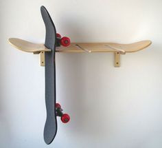 "Skateboard- and longboard rack ""Kimo"" Skateboard and Longboard Wall Mount by DeckRack on Etsy Skateboard Storage, Skateboard Decor, Skateboard Furniture, Skateboard Design, Skateboard Outfits, Skateboard Clothing, Skateboard Parts, Electric Skateboard, Longboards"
