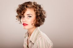 Short curly haircuts make sophisticated and stylish look to women's appearance. In this article you will find 20 New Short Curly Hair Styles that we chose for. Short Curly Hairstyles For Women, Haircuts For Curly Hair, Latest Hairstyles, Curled Hairstyles, Short Hair Cuts, Short Hair Styles, Hairstyles 2018, Fashion Hairstyles, Casual Hairstyles