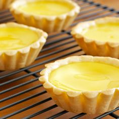 Egg tart is one of the Hong Kong classic. Everyone in Hong Kong loves egg tart. They like to eat it for breakfast, brunch as dim sum or tea time snack. An egg tart is a baked egg custard in a pastr… Baked Egg Custard, Custard Tart, Tart Recipes, Snack Recipes, Dessert Recipes, Cooking Recipes, Asian Desserts, Fall Desserts, Tea Time Snacks