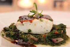 Ovnsbakt torsk med lun spinatsalat, sellerirotmos og balsamicosaus. Fra Trines matblogg. Skal prøves!