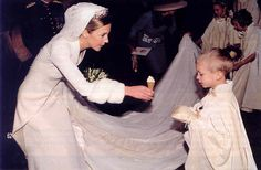 A lovely photo of Archduchess Catharina of Austria taken at her wedding to Count Massimiliano Secco d'Aragona in 1999, rewarding the page boy who carried the rings with an ice cream
