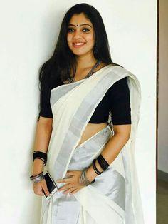 Hindustan Celebrities are Beautiful and Sexy - Sweety Hindustan Sari Blouse, Kerala Saree Blouse Designs, Saree Dress, Onam Saree, Kasavu Saree, Beautiful Saree, Beautiful Indian Actress, Beautiful Ladies, Set Saree Kerala