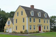 The only thing wrong with an old colonial is the lack of a front porch. I must have a front porch! Classic Colonial Homes (Gambrel / Dutch Colonial Style) Dutch Colonial Homes, Colonial Exterior, Early American Homes, American Houses, Style At Home, Usa House, Gambrel Roof, Yellow Houses, New England Homes