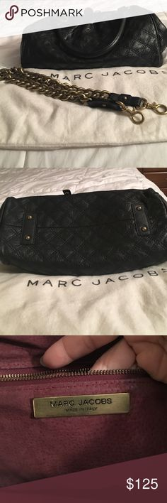 Pre-owned Authentic Marc Jacobs leather bag. It's in decent condition. I kept it in dust bag ( dust bag ripped to the side ) No pen mark or stain. Come with detachable strap. Smoke /pet free home👜 Marc Jacobs Bags Satchels