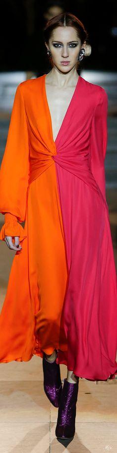 Fall 2018 RTW Carolina Herrera Pink Fashion, Love Fashion, Runway Fashion, Fashion Outfits, Fashion Design, Fashion Week 2018, Autumn Fashion 2018, Cocktail Dresses Evening Wear, Mature Fashion
