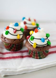 Christmas Light Cupcakes: Your Holiday meal should shine all the way through to dessert. Make these cute decor-inspired cupcakes and we promise you'll be feeling the Christmas spirit. (These lights are edible—mini M&Ms do the trick. Christmas Party Food, Christmas Sweets, Christmas Cooking, Christmas Goodies, Christmas Lights, Christmas Christmas, Christmas Chocolate, Christmas Deserts Easy, Christmas Baking For Kids