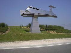 """Le rond-point """"Aérotrain"""" (de Jean Bertin) à Gometz-la-Ville"""