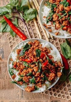 Thai Basil Chicken (Easy Gai Pad Krapow) - Food Easy Father Thai Cooking, Asian Cooking, Cooking Recipes, Cooking Fish, Cooking Bacon, Cooking Games, Restaurant Recipes, Dinner Recipes, Asian Recipes