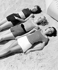Stripes and shorts at the beach - photo by Nina Leen, 1950s.