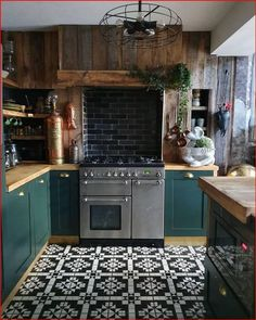 Home Decor Kitchen, Kitchen Interior, New Kitchen, Home Interior Design, Home Kitchens, Dark Green Kitchen, Cozy Kitchen, Green Kitchen Decor, Rustic Kitchen