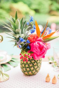 Proof that Rosé + Pineapples + Pool Floats are a Magic Trio, Take your Summer party to the next level of tropical cool with this Rosé unfused outdoor bash. Filled with flamingos, pineapples and palms plus a kill. Tropical Centerpieces, Tropical Decor, Flower Centerpieces, Pineapple Centerpiece, Centrepieces, Flower Arrangements, Pineapple Flowers, Tropical Flowers, Pineapple Pool Float
