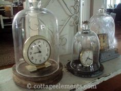 oude vintage klokken onder stolp