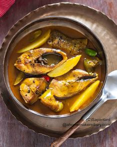 Ilish macher tel jhal (Hilsa fish stew with brinjal and potato) from A Homemaker's Diary. This light preparation is one of my favourites - far away from the popular Mustard or Steamed Hilsa preparations. Sometimes, my mum-in-law also puts pumpkin or cucumber in the fish gravy and it tastes divine. #traditional #hilsa #recipe