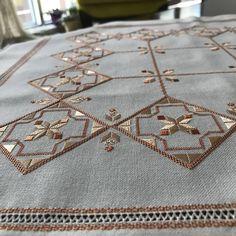 Bargello, Cross Stitch, Rugs, Linens, Instagram, Pattern, Farmhouse Rugs, Bedding, Crossstitch