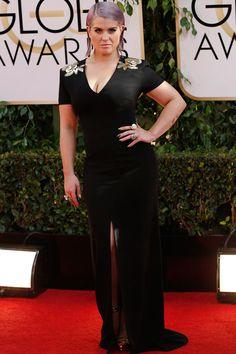 Kelly Osbourne, ejercerciendo de anfitriona para una cadena de televisión, con un voluptuoso diseño de Escada.