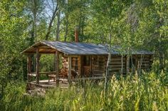 Cozy and rustic, this mountain home hidden away in the Tetons is a magnificent log construction that has all the creature comforts you could ever want. Tiny House Cabin, Log Cabin Homes, Log Cabins, Rustic Cabins, Cabana, Ideas Cabaña, Ideas De Cabina, Cabins And Cottages, Small Cabins