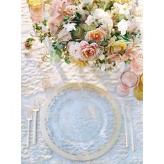 Dreamy pink & amber for an event in Napa! The gold glass chargers, 2K gold flatware and pink and amber goblets and amber salt cellars are to die for!! // Casa de Perrin.