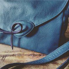 Oh ! C'est son nom. Oh ! Le joli sac Bientôt avec d'autres jolies couleurs  #leathercrafts #leatherbag #madeinfrance