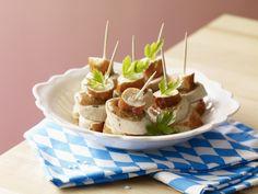 Bild mit: Brezel-Weißwurst-Spießchen, bayrischer Snack