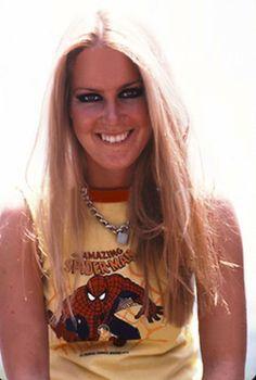 Lita with a nice shirt Rock And Roll, Lita Ford, Women Of Rock, Glam Metal, Joan Jett, Running Away, Beauty Queens, Woman Crush, Old Women