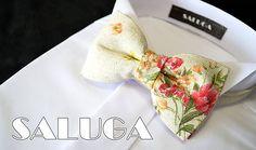 SALUGA / Pánsky béžový motýlik - červený - kvetinový - vintage style