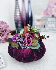 Pink Pumpkins, Velvet Pumpkins, Halloween Doll, Halloween Fashion, Thanksgiving Decorations, Halloween Decorations, Table Decorations, Autumn Scenes, Pumpkin Decorating