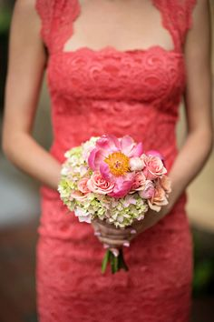 Tavern Garden Wedding - http://fabyoubliss.com/2015/06/19/lace-and-coral-tavern-garden-wedding